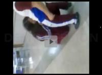 Novinha fazendo boquete na sala de aula