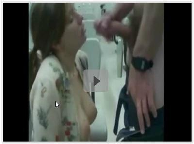 Novinha chupando pica do professor na escola