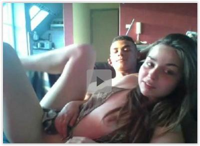 Novinha fudendo na webcam