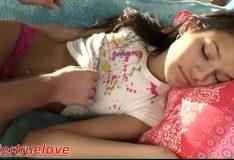 Novinha rabuda se exibindo na cam