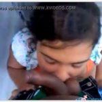 Novinha pagando boquete pro moleque na favela