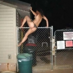 Caiu na net fotos da garota de programa casada que pulou o muro do motel