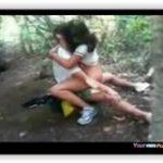 Aluna novinha trepando com colega no mato