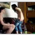 Baba novinha fudendo com patrão no sofá