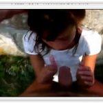 Novinha tarada pagando boquete no mato
