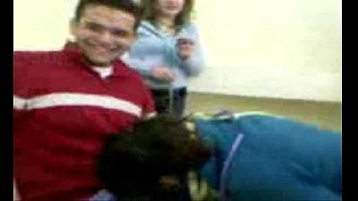 Novinha safada chupando pica na sala de aula