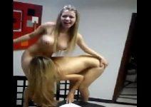 Loirinhas lesbiscas se chupando com tesão