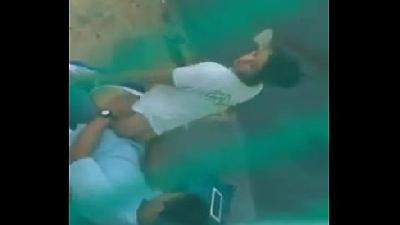 Novinha caiu na pica no fundo a escola