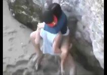 Novinha gostosinha fudendo na praia