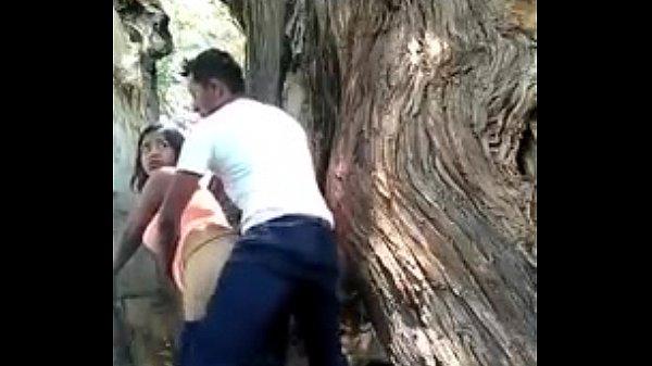 Novinha metendo no mato