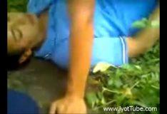 Novinha fudendo no mato na volta da escola