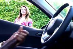 Batendo punheta pra novinha enquanto pede informação