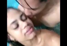 Novinha fudendo na piscina com namorado